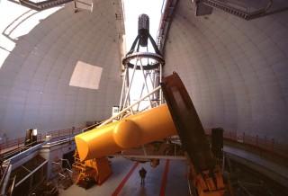 Telescopio_CFHT_con_cámara_MegaPrime